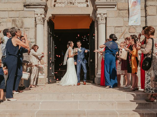 Le mariage de Julien et Tiphaine à Chambles, Loire 50