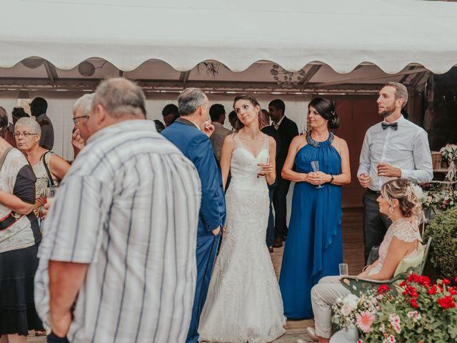 Le mariage de Julien et Tiphaine à Chambles, Loire 74
