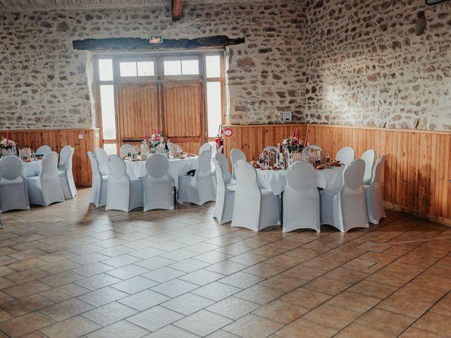 Le mariage de Julien et Tiphaine à Chambles, Loire 75