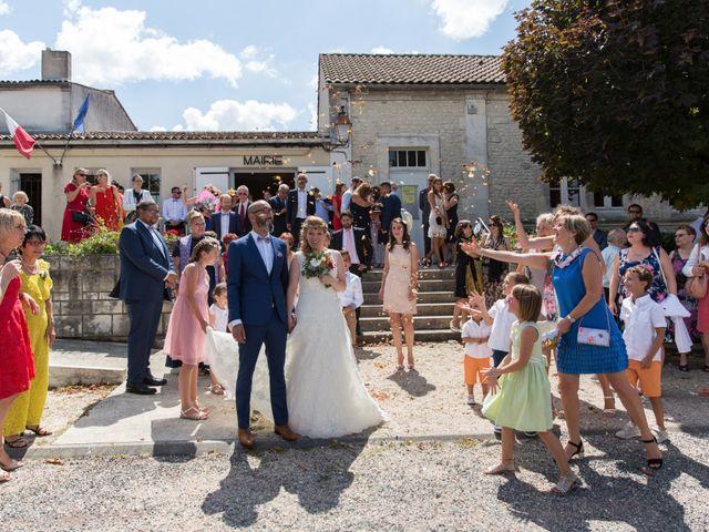 Le mariage de Alexandre et Elodie à Berneuil, Charente Maritime 9