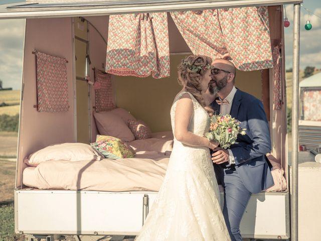 Le mariage de Alexandre et Elodie à Berneuil, Charente Maritime 23