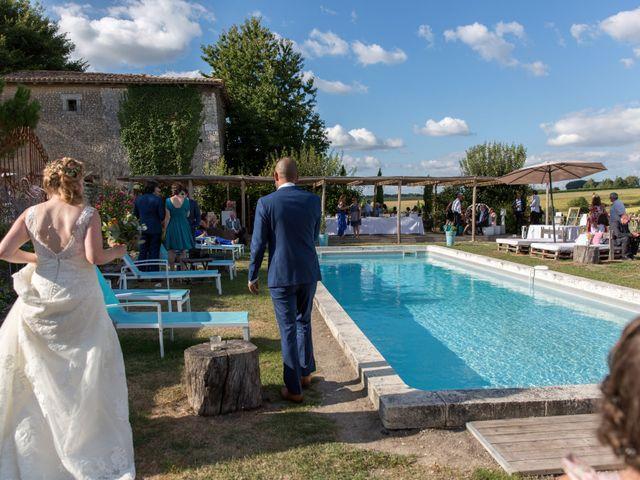 Le mariage de Alexandre et Elodie à Berneuil, Charente Maritime 33