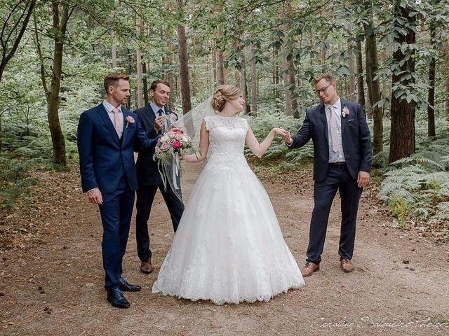 Le mariage de Simon et Olivia à Val-de-Reuil, Eure 34