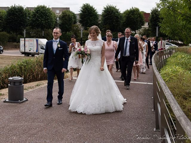 Le mariage de Simon et Olivia à Val-de-Reuil, Eure 37