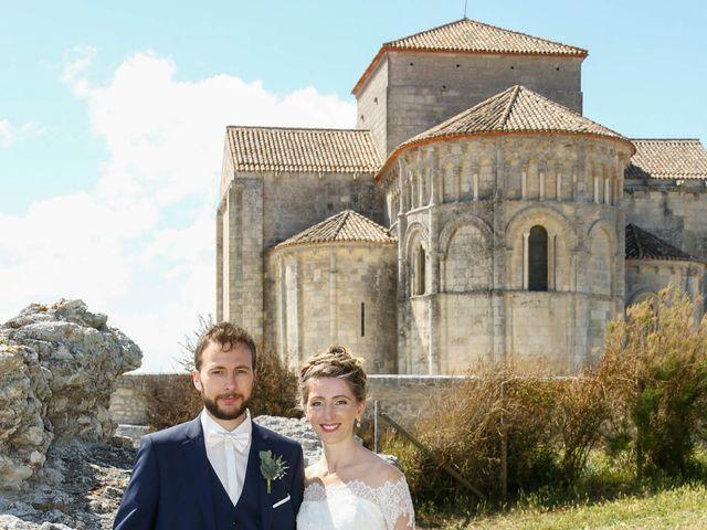 Le mariage de Thibaut et Mathilde à Vaux-sur-Mer, Charente Maritime 44