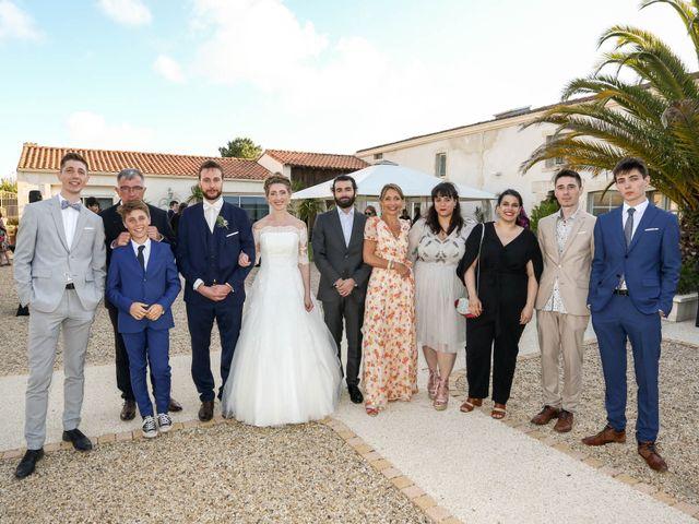 Le mariage de Thibaut et Mathilde à Vaux-sur-Mer, Charente Maritime 73