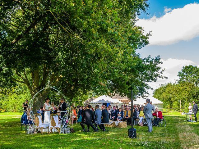 Le mariage de Julien et Claire à Saint-Martin-Lars-en-Sainte-Hermine, Vendée 12