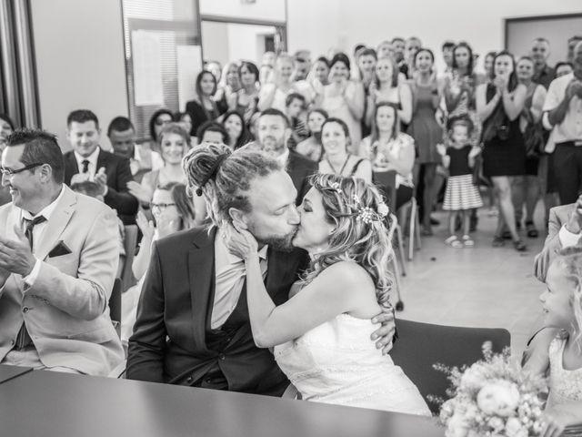 Le mariage de Stéphane et Johanna à Échalas, Rhône 11