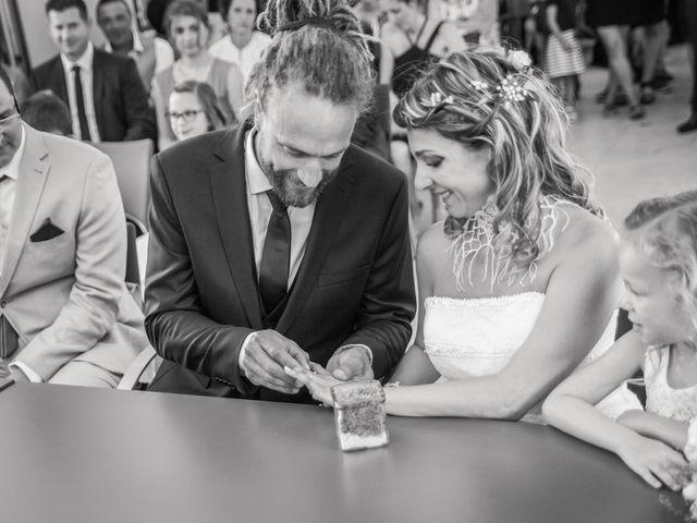 Le mariage de Stéphane et Johanna à Échalas, Rhône 12