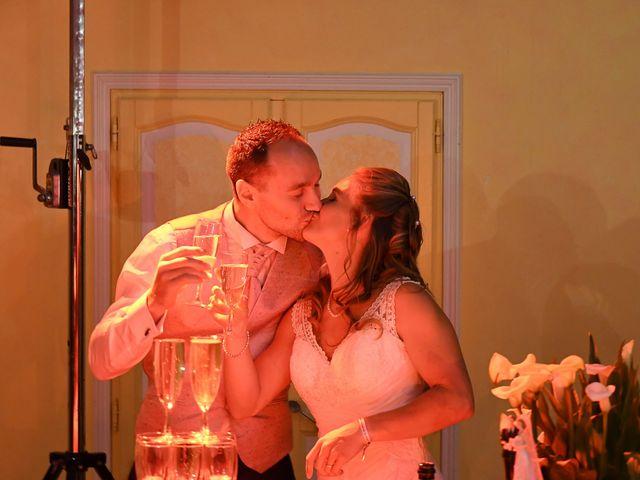 Le mariage de William et Julie à Olivet, Loiret 16