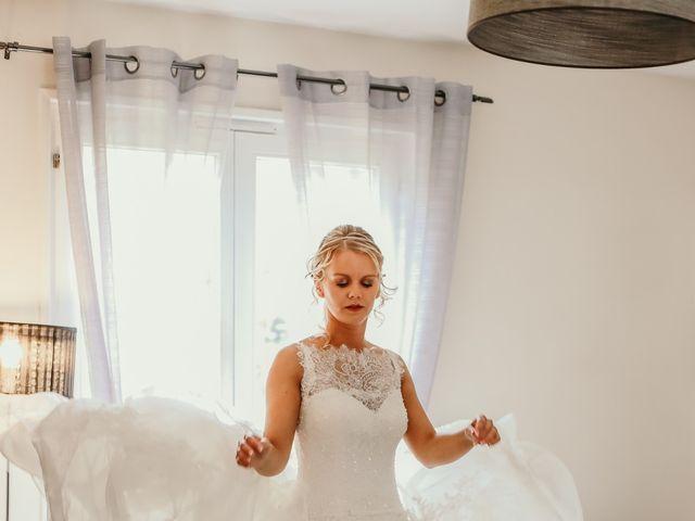 Le mariage de Julien et Meg-Ann à Fauverney, Côte d'Or 1