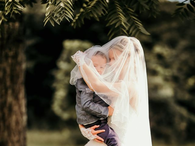 Le mariage de Julien et Meg-Ann à Fauverney, Côte d'Or 33