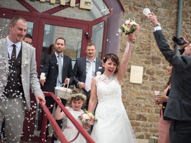 Le mariage de Gilles et Sandrine à Illifaut, Côtes d'Armor 8