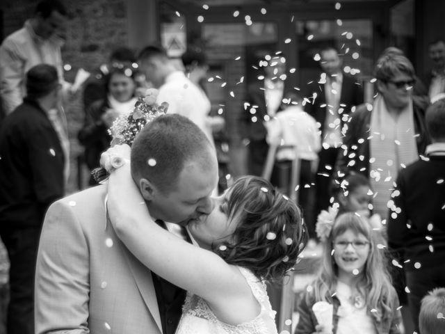 Le mariage de Gilles et Sandrine à Illifaut, Côtes d'Armor 10