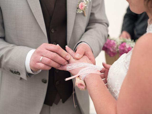 Le mariage de Gilles et Sandrine à Illifaut, Côtes d'Armor 16