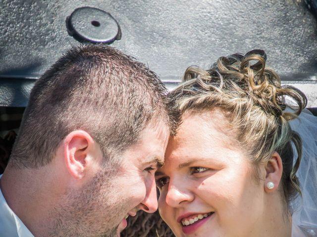 Le mariage de Emmanuel et Anaïs à Charroux, Vienne 9