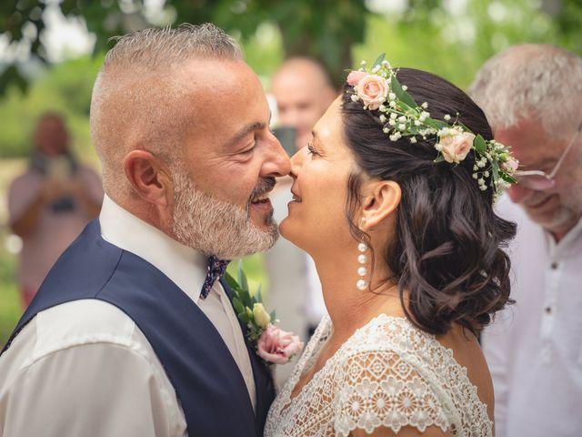Le mariage de Anthony et Sylvia à Grambois, Vaucluse 22