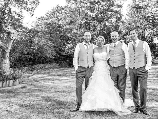 Le mariage de Mike et Clarien à La Ferté-Bernard, Sarthe 36