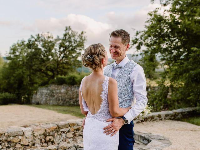 Le mariage de Loïc et Angélique à Saint-Romain-d'Ay, Ardèche 56