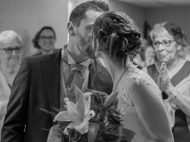 Le mariage de Alex et Alice à Saint-Thomas-de-Cônac, Charente Maritime 9