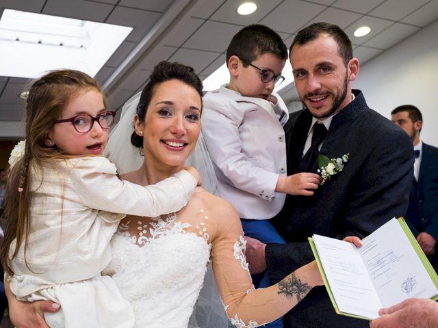 Le mariage de Christophe et Sabrina à Goeulzin, Nord 28