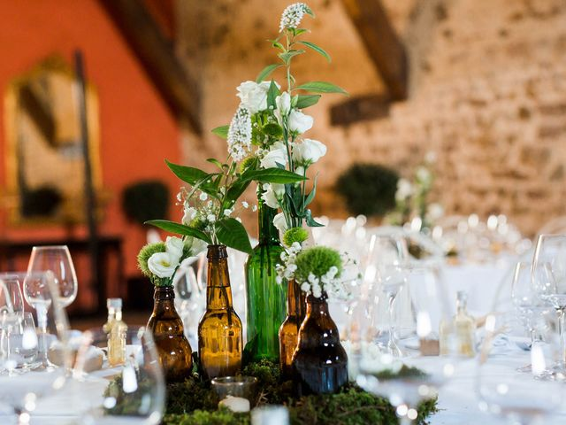 Le mariage de Michaël et Corinne à Villié-Morgon, Rhône 24