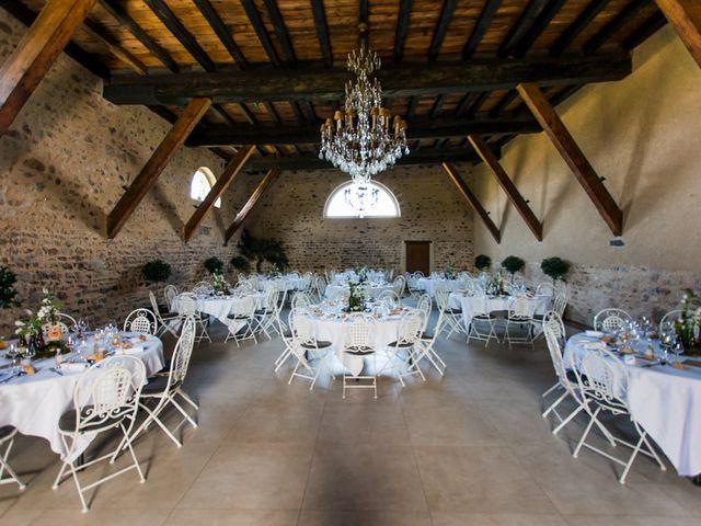 Le mariage de Michaël et Corinne à Villié-Morgon, Rhône 25