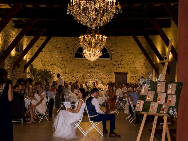 Le mariage de Michaël et Corinne à Villié-Morgon, Rhône 30