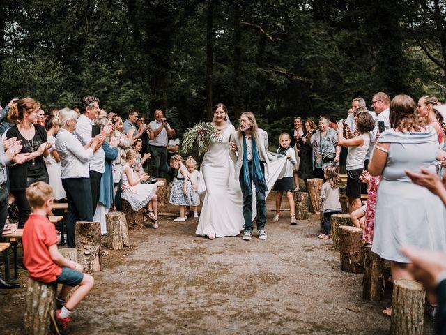 Le mariage de Jérome et Mathilde à Le Faouët, Morbihan 28