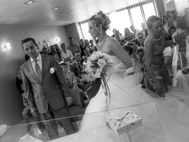 Le mariage de Laurent et Emilie à Monchecourt, Nord 48