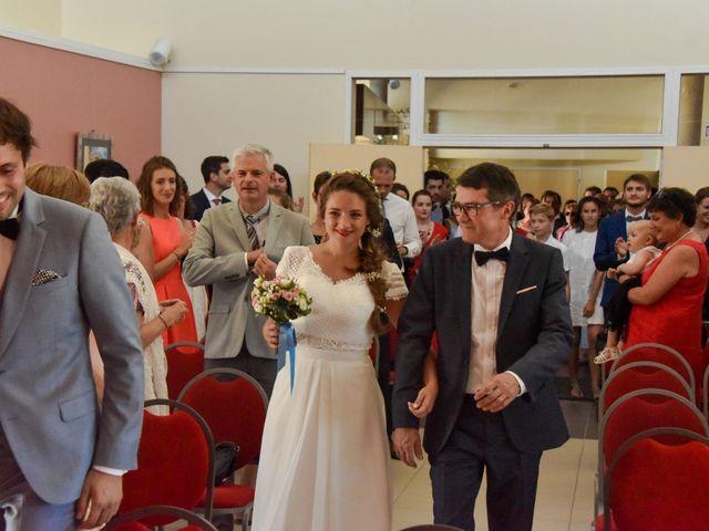 Le mariage de Hugo et Marlène à Fontaine-le-Comte, Vienne 23
