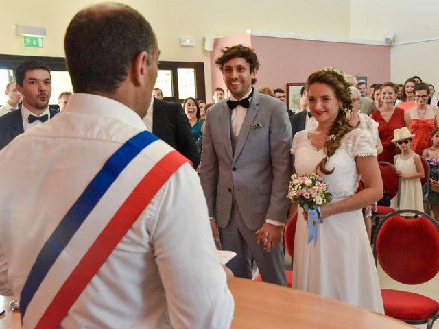 Le mariage de Hugo et Marlène à Fontaine-le-Comte, Vienne 24