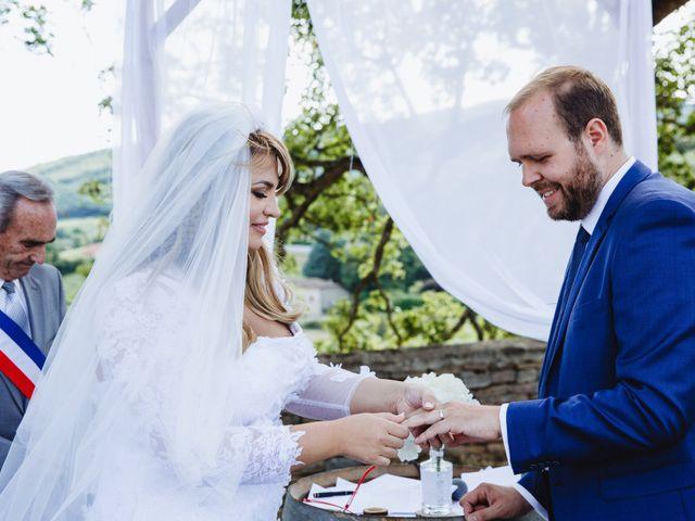 Le mariage de Xavier et Franceska à Pierreclos, Saône et Loire 33