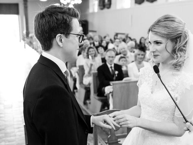 Le mariage de Rob et Emilie à Bouzonville, Moselle 11