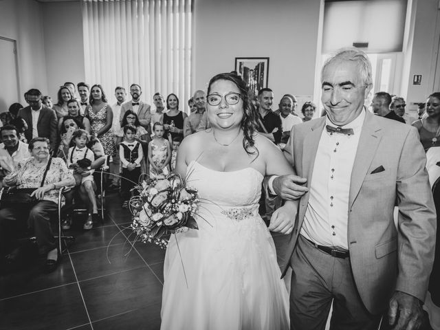 Le mariage de Brice et Emilie à Fay-aux-Loges, Loiret 16