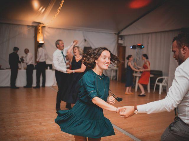 Le mariage de Adrien et Marina à Saint-Étienne-des-Oullières, Rhône 56