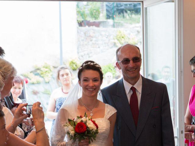 Le mariage de Raphaël et Mélanie à Chiroubles, Rhône 11