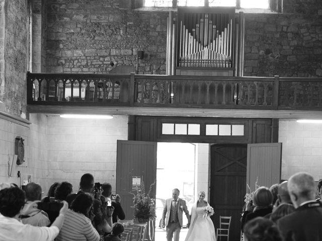 Le mariage de Romain et Peroline à Lyons-la-Forêt, Eure 17