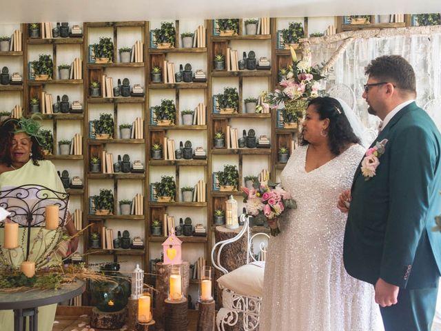 Le mariage de Joffrey et Silvia à Bannegon, Cher 19