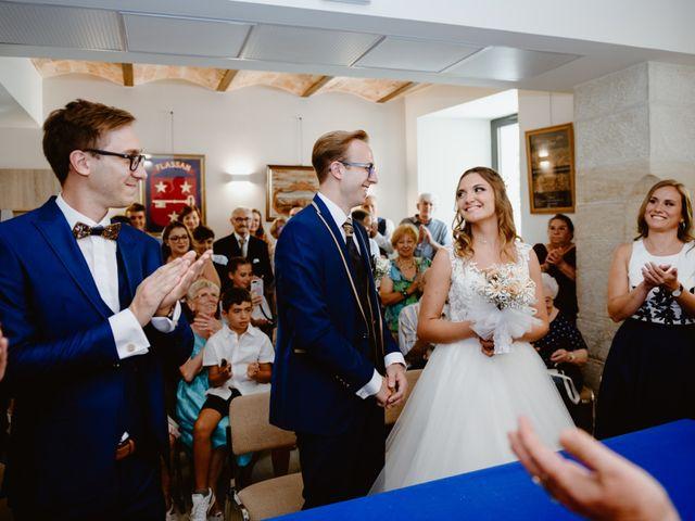 Le mariage de Maxime et Emeline à Pernes-les-Fontaines, Vaucluse 16