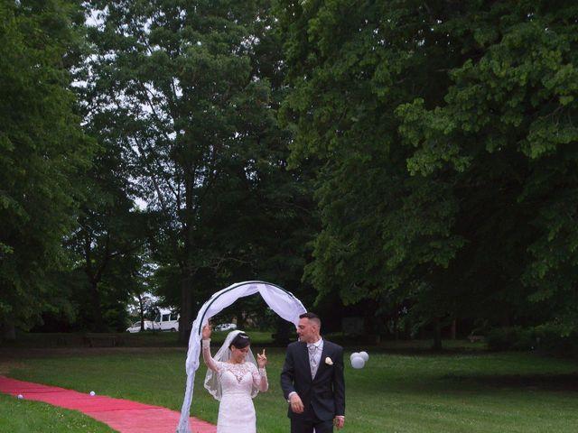Le mariage de Gregory et Lucie à Neuvic, Dordogne 35