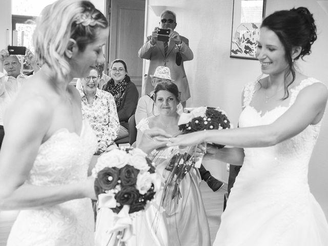 Le mariage de Séverine et Céline à Cagnoncles, Nord 13