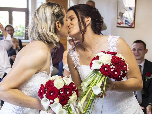 Le mariage de Séverine et Céline à Cagnoncles, Nord 15