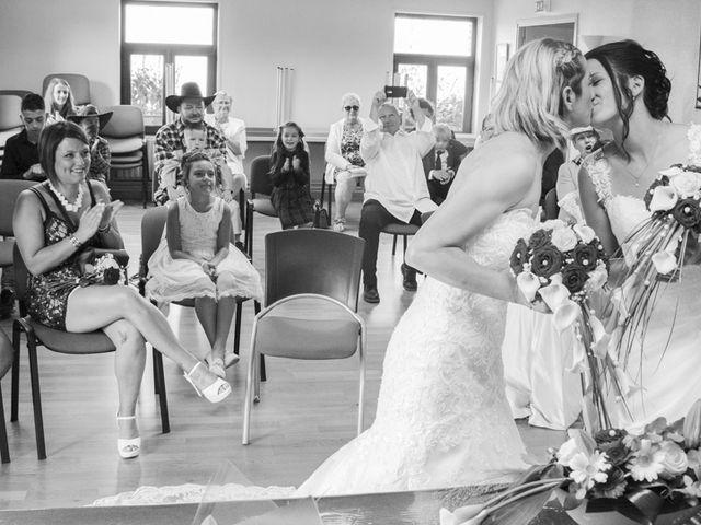 Le mariage de Séverine et Céline à Cagnoncles, Nord 16