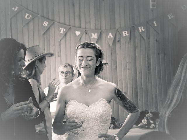Le mariage de Séverine et Céline à Cagnoncles, Nord 33