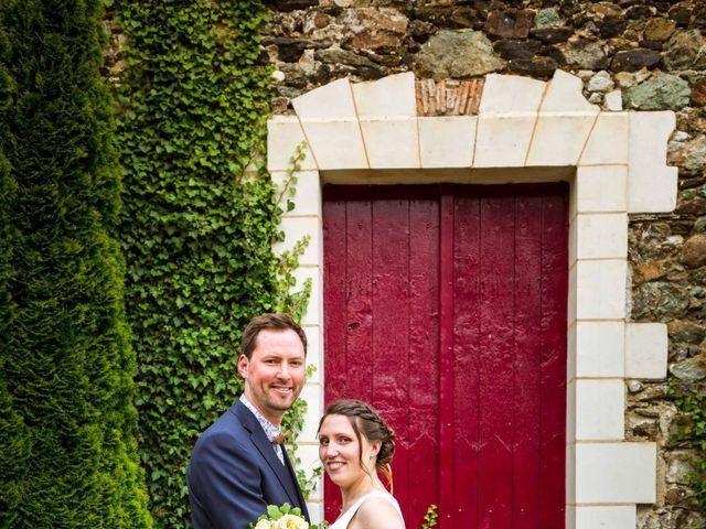 Le mariage de Aurélien et Justine à Yzernay, Maine et Loire 23