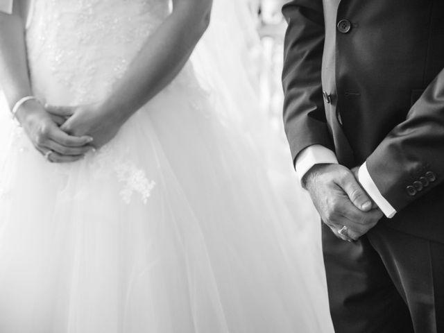 Le mariage de David et Coralie à La Rochefoucauld, Charente 10