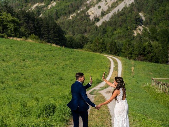 Le mariage de Kevin et Marjorie à Saint-Benoit, Alpes-de-Haute-Provence 12