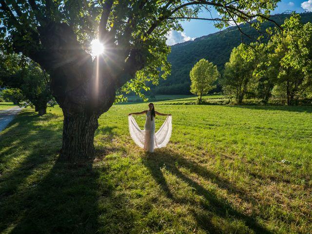 Le mariage de Kevin et Marjorie à Saint-Benoit, Alpes-de-Haute-Provence 25
