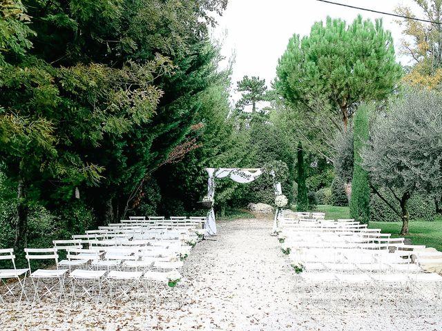 Le mariage de James et Victoria à Châteauneuf-de-Gadagne, Vaucluse 1